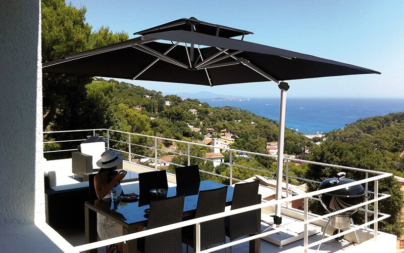 Parasol inclinable soleil couchant Laterna Pro SOLERO