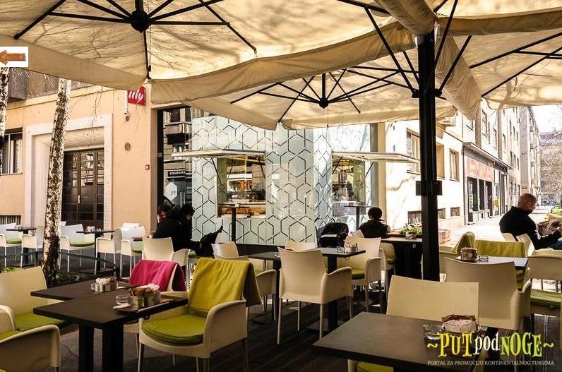 Parasol plaza desplazado 7x7m Alu Poker Scolaro SCOLARO